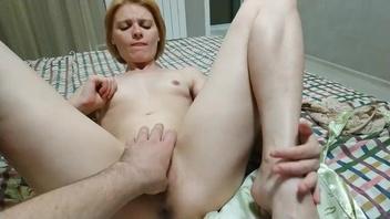 Русская  жена сначала немного стеснялась, но секс все поставил по местам