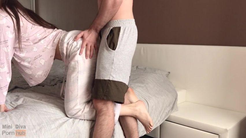 Сексуальная подруга с классными сиськами трахается со мной каждое утро