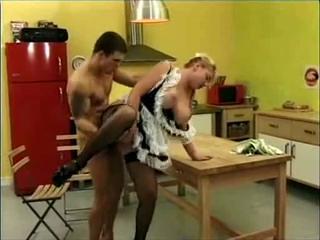 Толстая кухарка получила член в свой задний проход