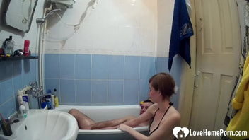 Русская горничная дала в ванной, частная постановка