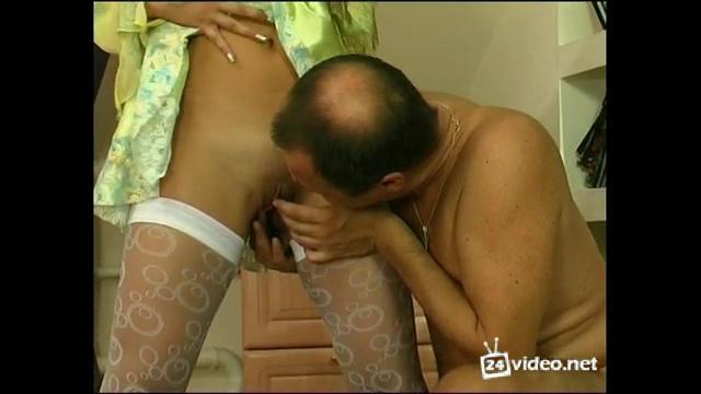 племянница отыскала у дяди порно кинофильм