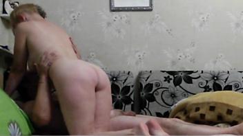 Русская  пара зрелых любовников снова перепихнулись в кровати