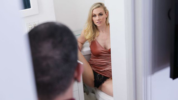 Порно с симпатичной блондиночкой