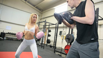 Спортзал не только для обычных упражнений но и сексуальных